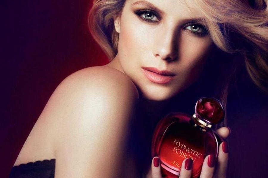 """Mélanie Laurent, égérie du parfum """"Hypnotic Poison"""" en 2011"""