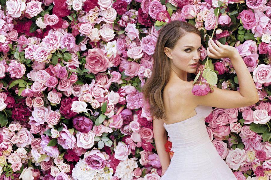 Natalie Portman, égérie du parfum Miss Dior Chérie depuis 2005, prête également son visage aux cosmétiques de la marque