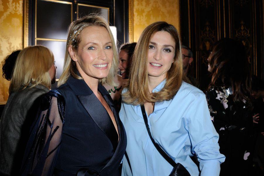 Estelle Lefébure et Julie Gayet au défilé Alexis Mabille