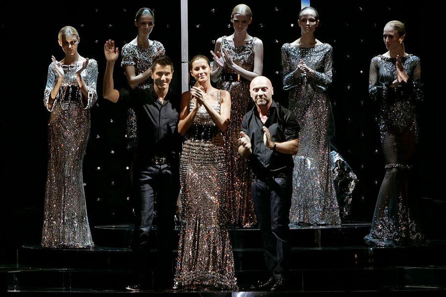 Avec Domenico Dolce et Stefano Gabbana à la fin de leur défilé Automne-Hiver 2007/2008 à Milan