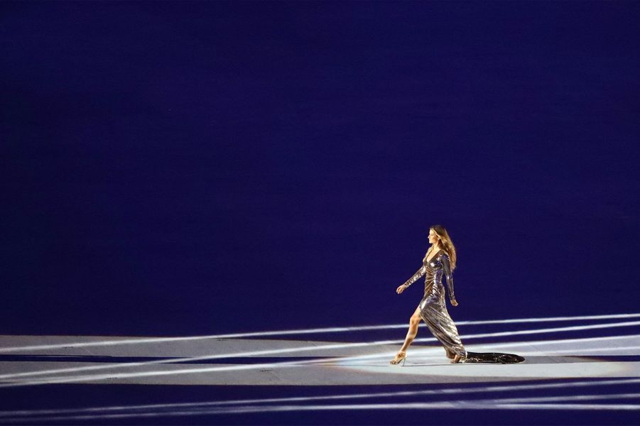 JO 2016 : Gisele Bundchen fait scintiller le stade Maracana