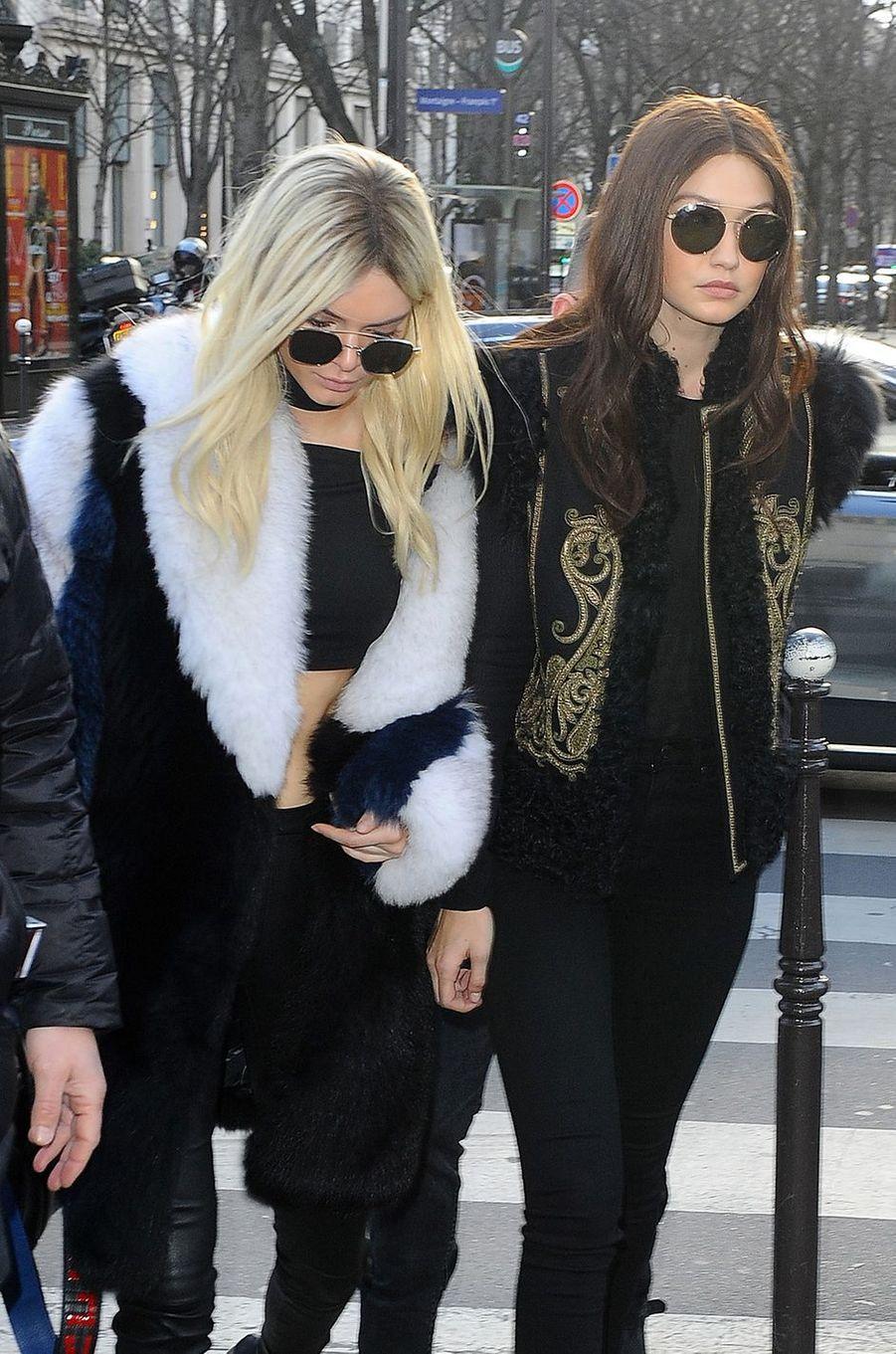 Kendall Jenner et Gigi Hadid à Paris le 3 mars 2016