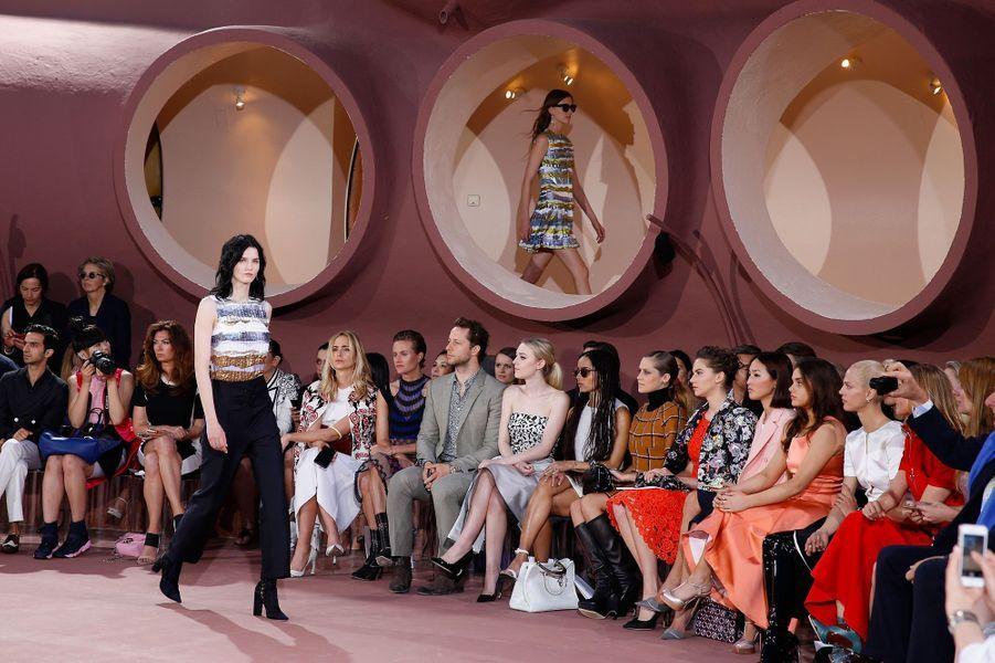 Marion Cotillard glamour au défilé Dior