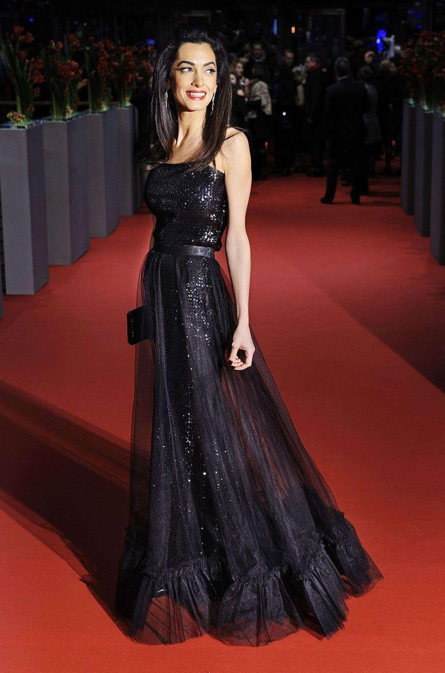 Amal Clooney, très amaigrie dans une robe de soirée, avril 2016