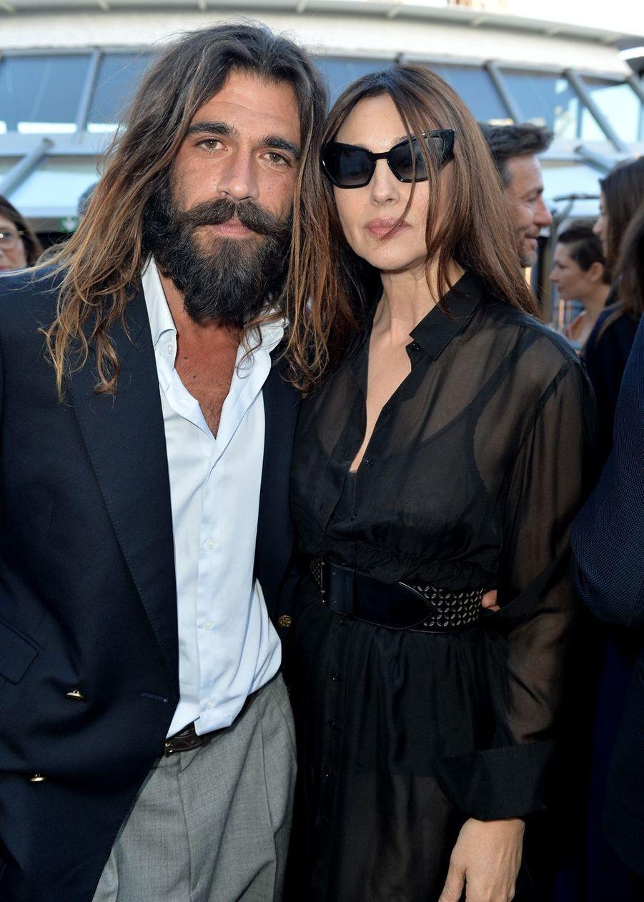 Monica Bellucci et son compagnon Nicolas Lefebvre lors du gala de Maud Fontenoy à Paris le 6 juin 2019