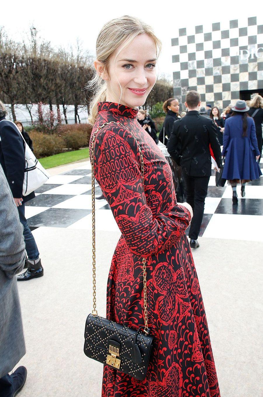 Emily Bluntau défilé Christian Dior au musée Rodin, à Paris, le 22 janvier 2018.
