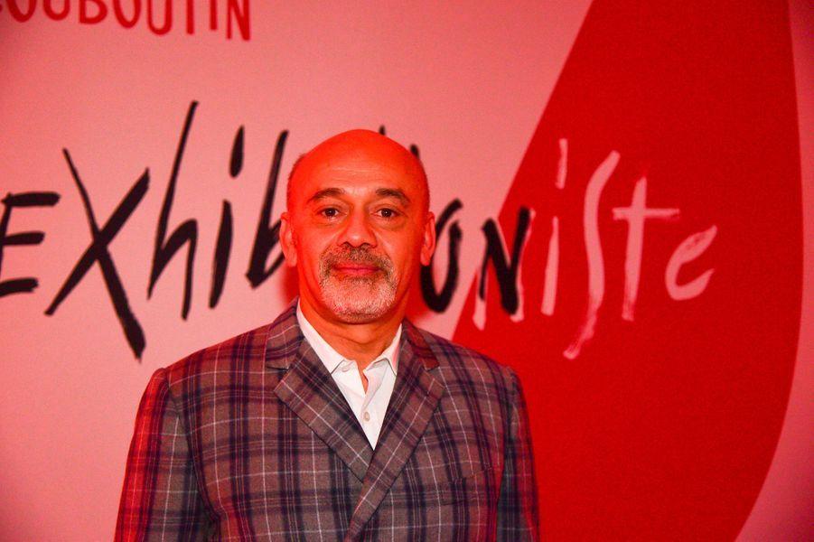 """Christian Louboutinlors du vernissage de son exposition """"Christian Louboutin: L'Exhibitionniste"""" à Paris le 24 février 2020."""