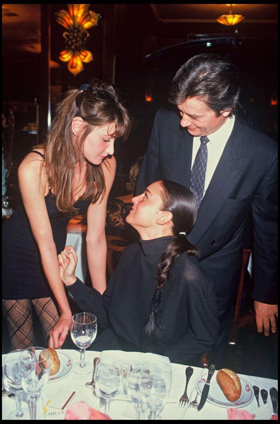 Monica Bellucci, Carla Bruni et Alain Delon en 1988