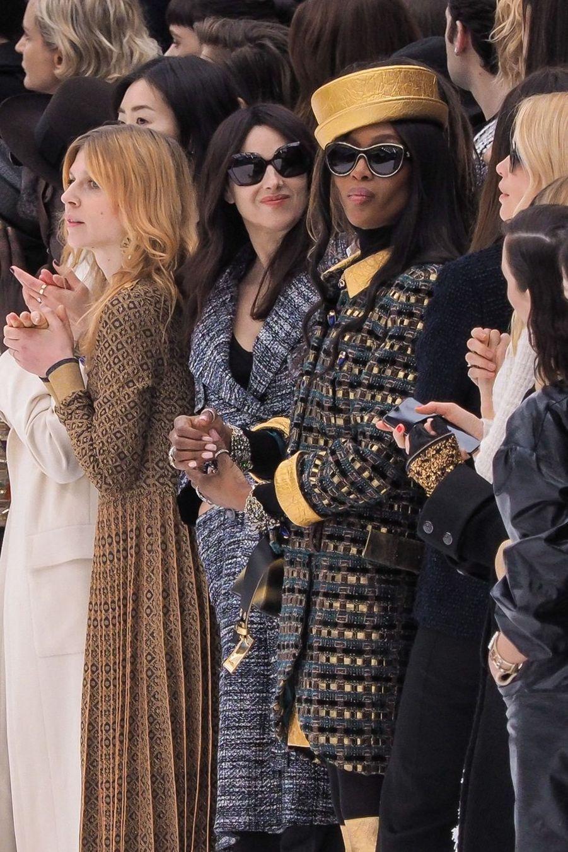 Monica Bellucci et Naomi Campbell au défilé Chanel au Grand Palais à Paris le 5 mars 2019