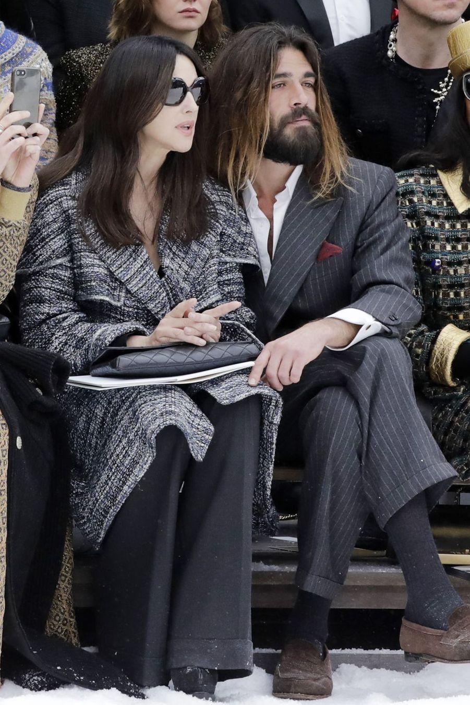 Monica Bellucci et Nicolas Lefebvre au défilé Chanel au Grand Palais à Paris le 5 mars 2019