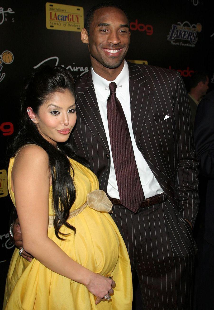 Vanessa (alors enceinte de leur fille Gianna) et Kobe Bryant lors d'une soirée à Santa Monica le 12 avril 2006