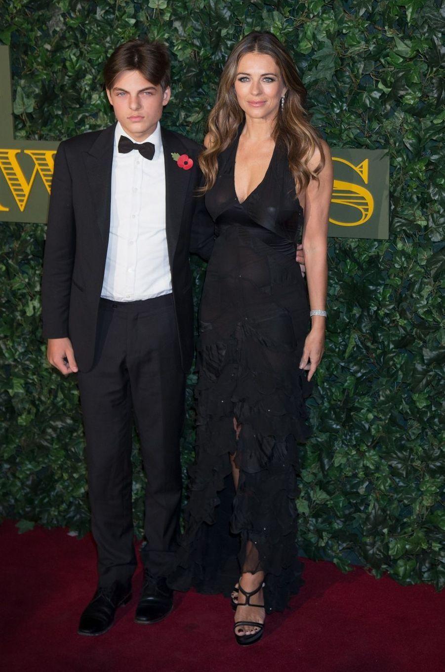 Elizabeth Hurley et son fils Damian à Londres en novembre 2013.