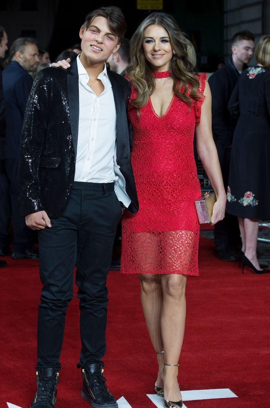 Elizabeth Hurley et son fils Damian à Londres en mars 2017.