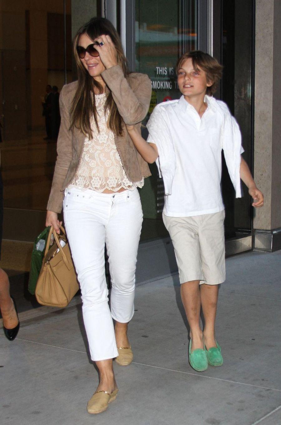 Elizabeth Hurley et son fils Damian à Las Vegas en juillet 2013.