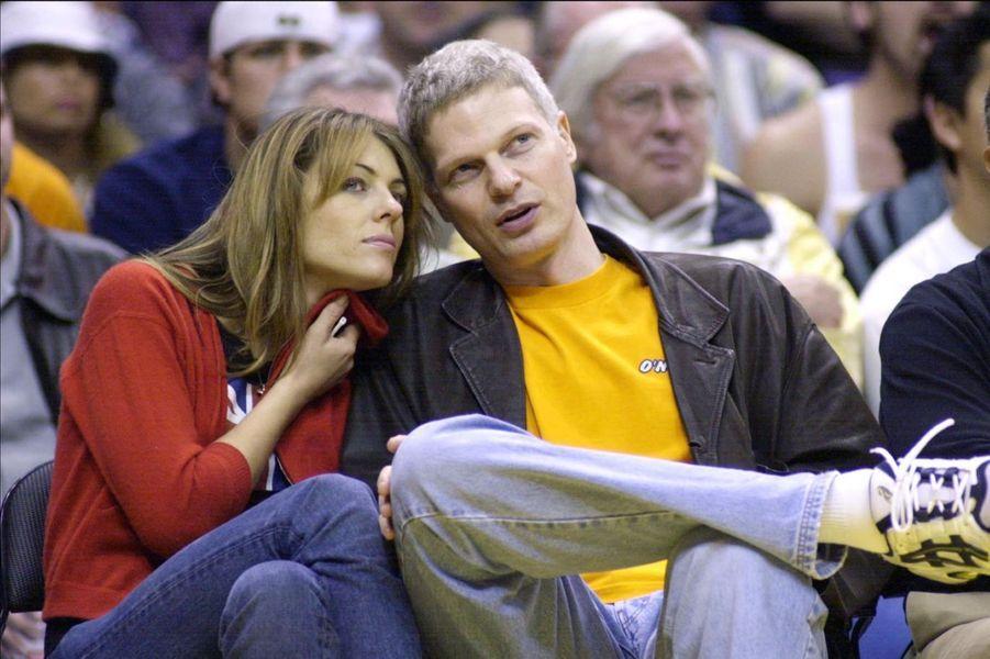 Elizabeth Hurley et Steve Bing à Los Angeles en 2001.