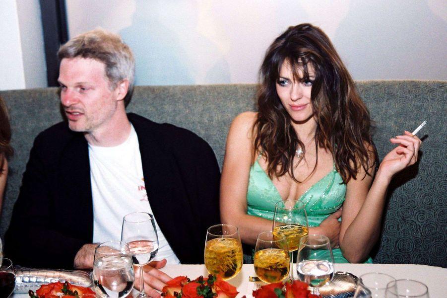 Steve Bing et Elizabeth Hurley à Los Angeles en 2000