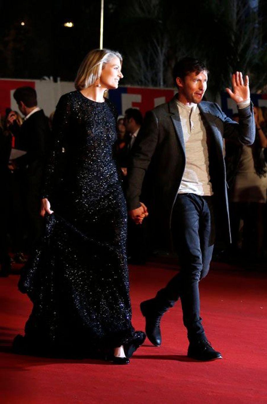 Le chanteur James Blunt avec sa petite amie Sofia Wellesley