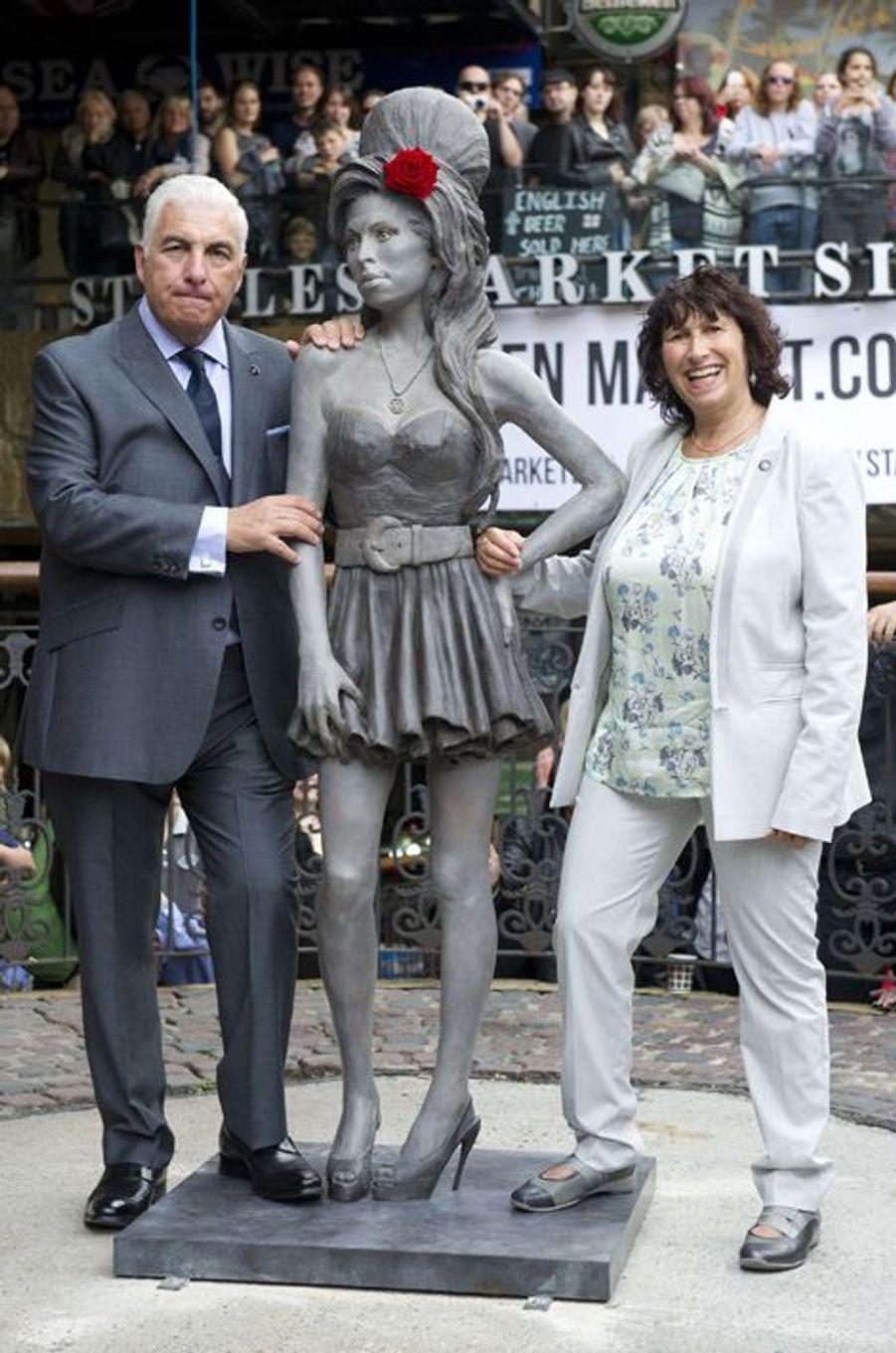 La statue d'Amy Winehouse a été dévoilée en présence de ses parents à Londres le 14 septembre 2014.