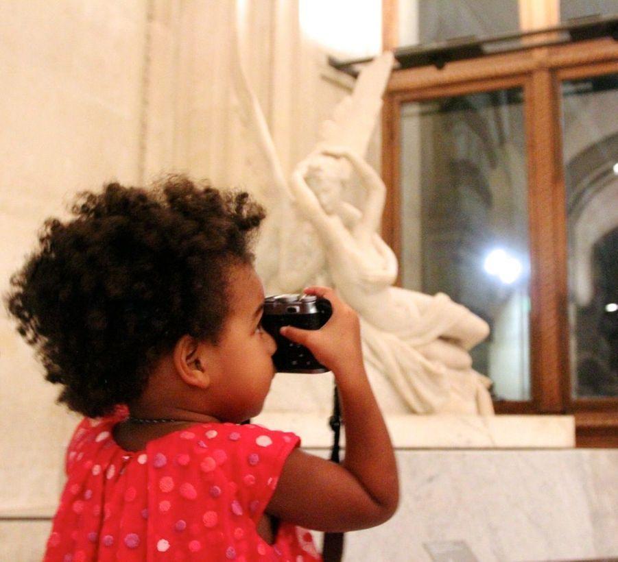 Blue Ivy, la fille de Beyoncé et Jay Z, au Louvre