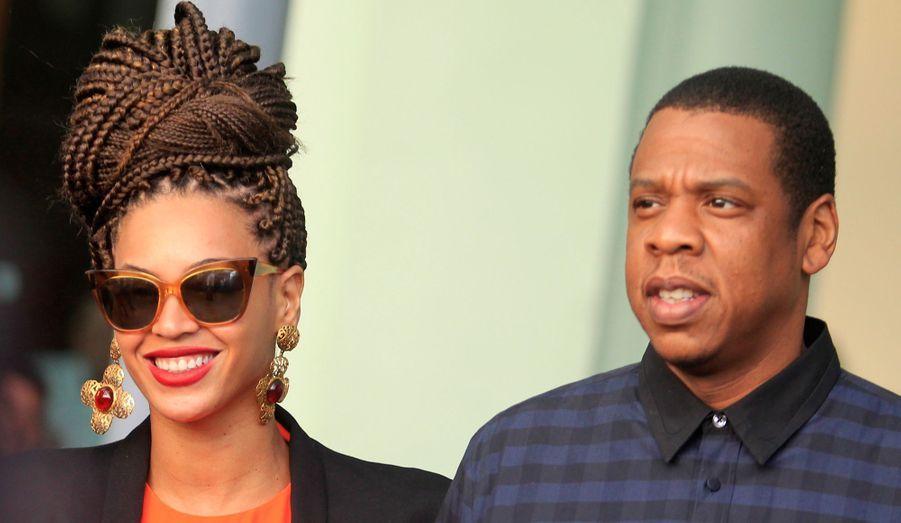 Beyoncé et Jay-Z viennent de fêter leur cinq ans de mariage. Pour l'occasion, les tourtereaux se sont rendus à La Havane, à Cuba, pour savourer des moments de complicité sous le soleil. Depuis leur rencontre en 2002, c'est l'amour fou entre les deux stars de la chanson. Les débuts ont été très discrets: Beyoncé ne souhaitait pas choquer ses fans. Elle était alors une jeune star dans le groupe «Destiny's Child», et son père, Matthew Knowles, n'appréciait pas que sa fille traîne avec un homme de 11 ans son cadet. Ils ne se quitteront plus. En 2008, c'est le mariage et quelques années plus tard naît leur petite fille Blue Ivy.