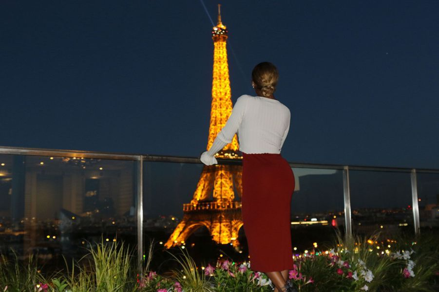Beyoncé surplombe la Tour Eiffel