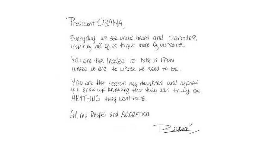 """Mardi 6 novembre, jour du scrutin, la star a publié sur son Tumblr une lettre expliquant qu'Obama est pour elle une source d'inspiration ainsi que le leader dont a besoin l'Amérique. """"Président OBAMA, Tous les jours nous découvrons votre cœur et votre caractère, inspirant chacun de nous à donner plus de nous-même. Vous êtes le leader qui nous prend d'où nous sommes pour nous mener où nous devons être. Vous êtes la raison pour laquelle ma fille et mon neveu vont grandir en sachant qu'ils pourront devenir la personne qu'ils veulent être. Tout mon respect et mon admiration, Beyoncé"""""""