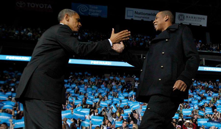 """Jay-Z a participé au dernier rassemblement de campagne d'Obama à Colombus, la capitale de l'Ohio, le 5 novembre. Le président a lancé au rappeur: """"Jay sait à quoi ressemble ma vie. Nous avons tous les deux des filles et nos femmes sont plus populaires que nous!"""""""