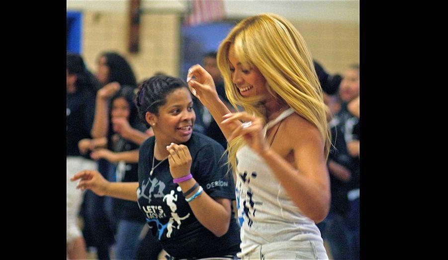 Beyonce Knowles a par ailleurs participé à la campagne nationale de la First Lady contre l'obésité, Let's Move. Elle a notamment réenregistré et rebaptisé son titre Get Me Bodied, sorti en 2006 et devenu Move Your Body, et est allé à la rencontre d'écoliers pour les faire danser.