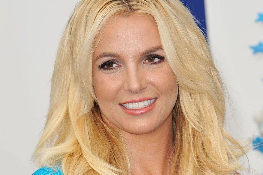 Britney Spears souriante à la première de The Smurfs 2, le 28 juillet 2013