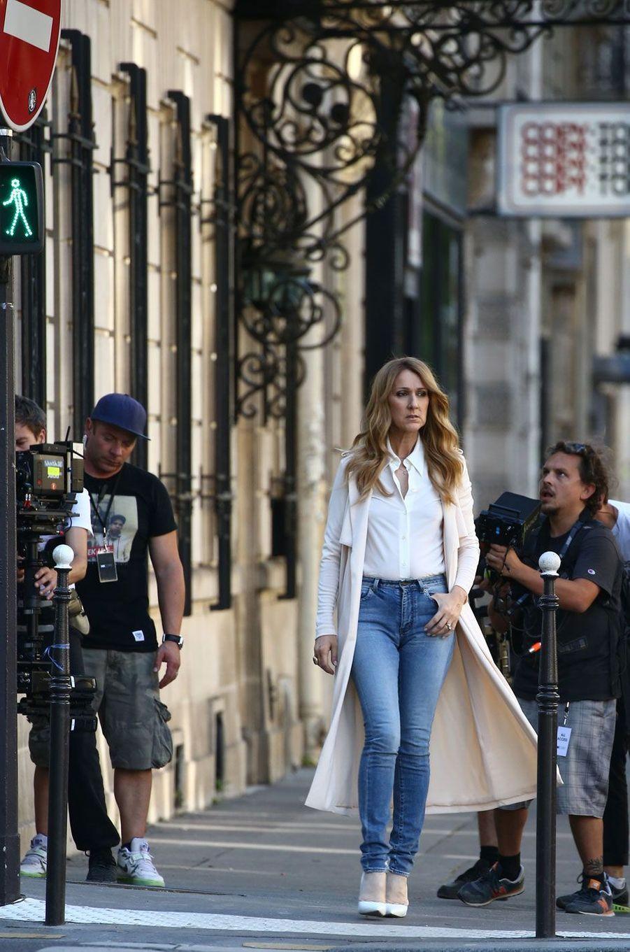 """Céline Dion tourne le clip de sa chanson """"Encore un soir"""" à Paris, le vendredi 8 juillet 2016"""