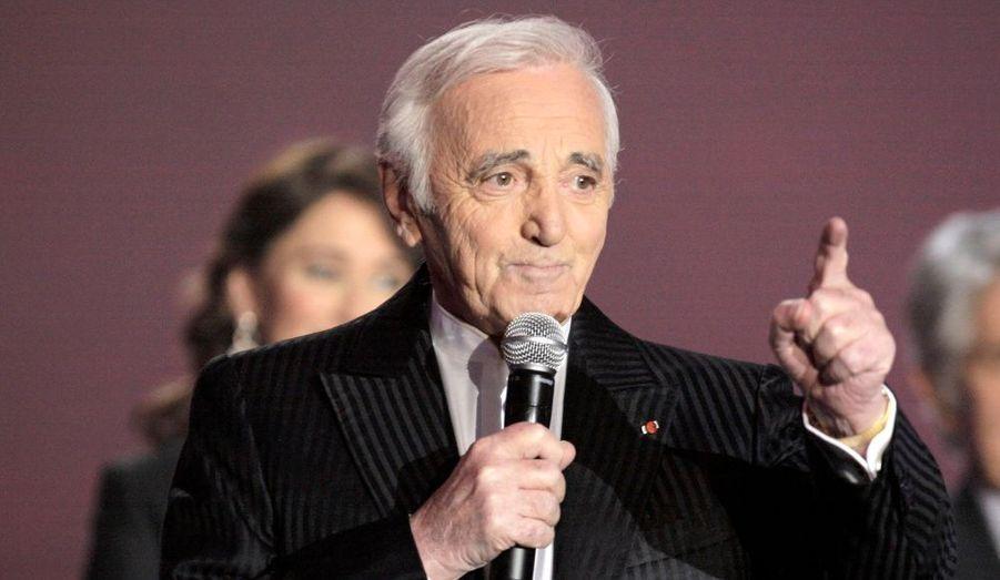 """Le """"grand Charles"""" reste une année de plus dans le top 10 des artistes français les mieux payés, grâce à """"Aznavour, toujours""""."""