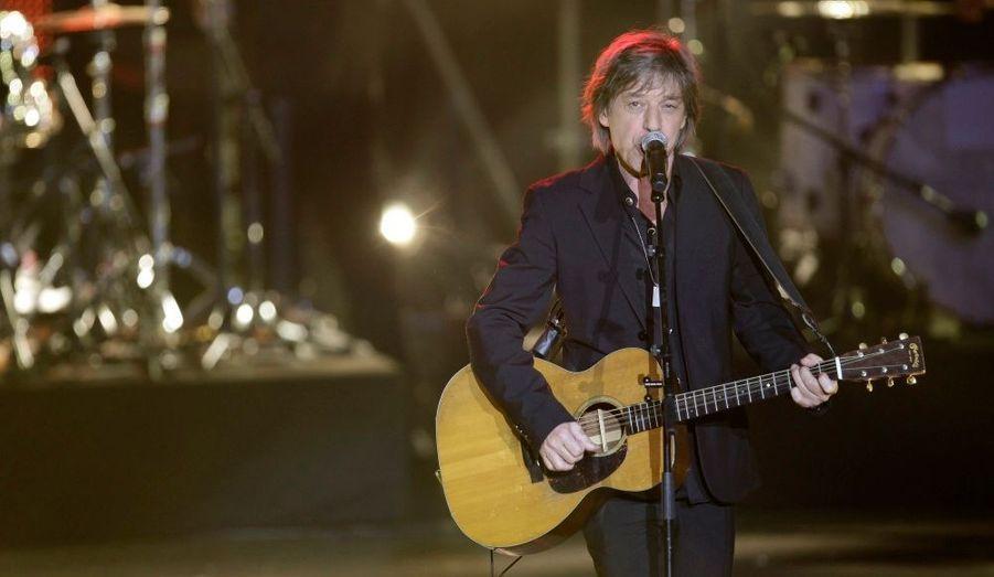 """L'ancien chanteur du groupe Téléphone ferme le podium grâce au succès de son album """"Roc Eclair"""", sorti fin 2010."""