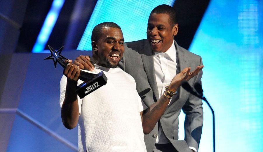 C'est une soirée très attendue par les fans de Hip-Hop et de R&B. Les BET Awards se sont tenus dimanche soir à Los Angeles. Cette année, la cérémonie qui récompense les artistes issus de la communauté afro-américaine, a souhaité rendre hommage à deux stars disparues trop tôt, Whitney Houston et Donna Summer. En plus de ces moments forts en émotions, Chris Brown, Beyonce, Nicky Minaj ou encore Kanye West ont été récompensés.