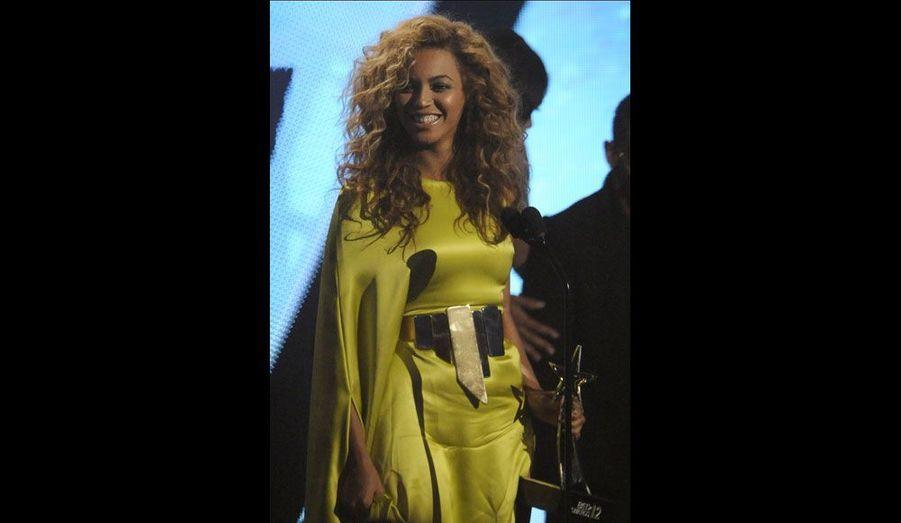 Beyoncé a reçu le prix de l'artiste féminine R&B de l'année.