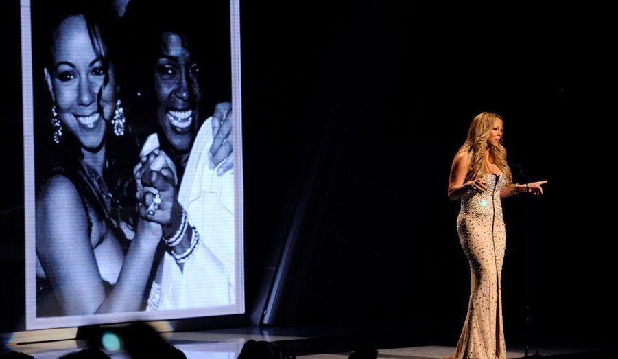 Mariah Carey, qui a collaboré avec Whitney Houston, était présente pour lui rendre hommage.