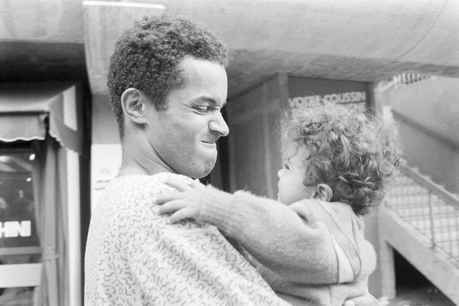 A Paris avec son neveu Sébastien à Roland garros, juin 1984