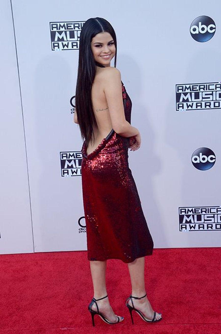 Selena Gomez en Givenchy et chaussures Jimmy Choo