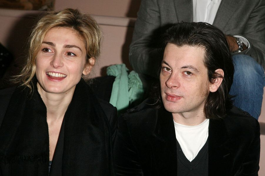En 2009, Julie Gayet partage un duo avec Benjamin Biolay pour le court métrage «Une dernière cigarette».