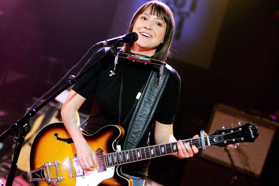 En 2000, Benjamin Biolay écrit, compose et réalise son album «La Biographie de Luka Philipsen» et chante avec elle sur le titre «Décrocher les étoiles». Ils se retrouvent en 2002 pour l'opus «La Disparition» et l'année suivante pour «Not going anywhere».