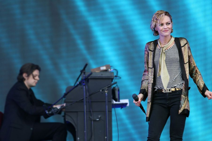 En 2013, Vanessa Paradis lui confie l'écriture et la composition de huit titres sur son nouvel album «Love Songs». Unis dans la vie et sur scène, le duo d'artistes se retrouve sur la tournée «Love Songs Tour» à l'automne 2014 et durant l'été suivant. Ils poursuivent leur collaboration pour le titre inédit «Pas besoin de permis» en 2014 également.