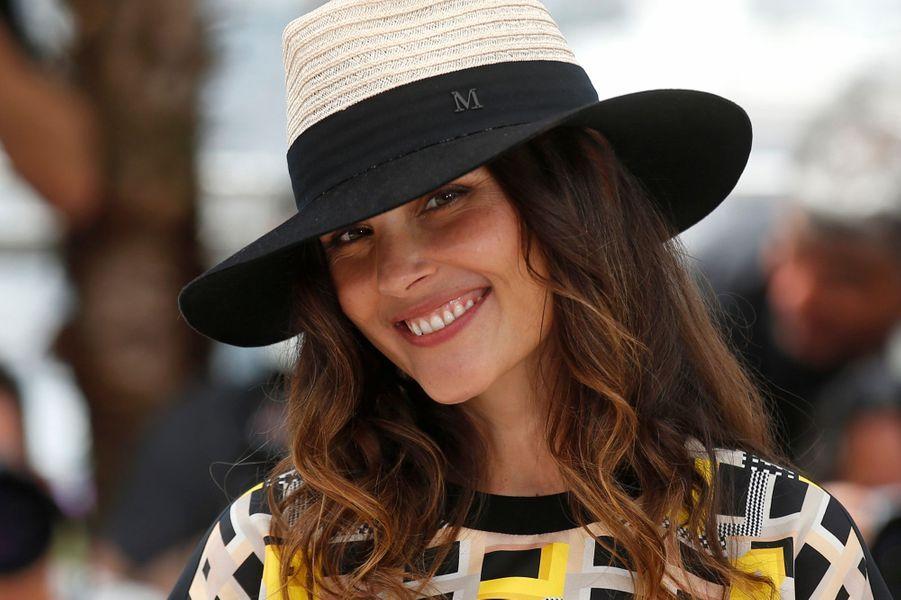 Les deux artistes collaborent sur le titre «Voyage au bout de la rue» en 2006 pour l'album du chanteur, «La Superbe».