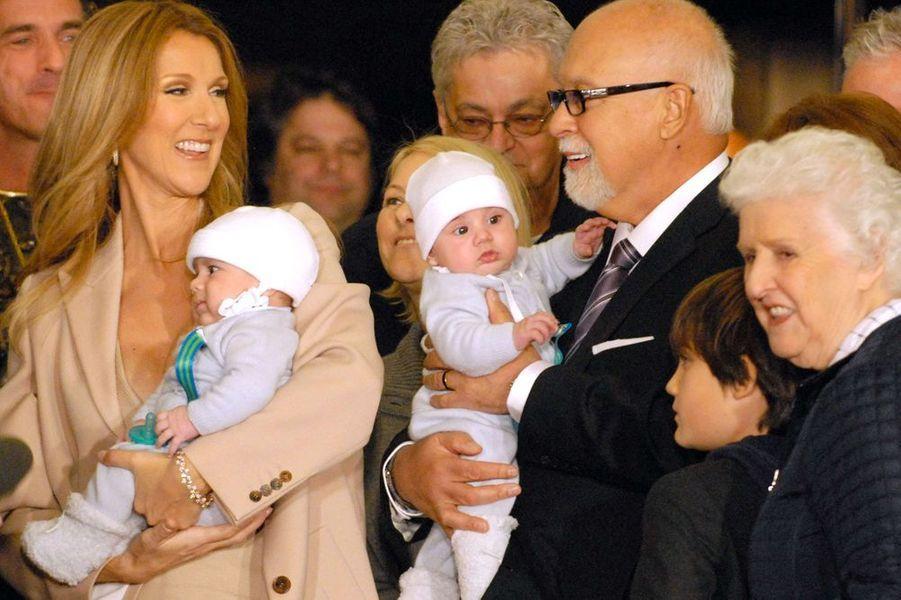 Céline et René avec les jumeaux Nelson et Eddy, en février 2011, à Las Vegas