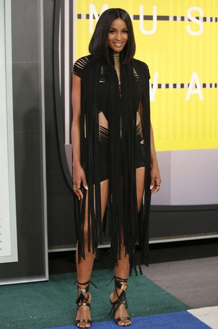 La chanteuse Ciara arrive aux MTV Video Music Awards 2015 dimanche soir.
