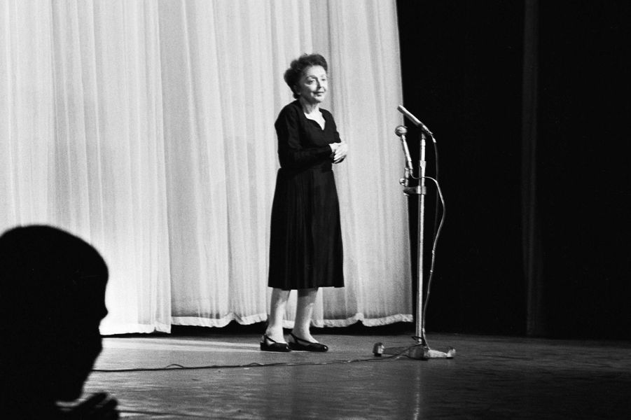 27 septembre 1962 : Edith Piaf sur la scene de l'Olympia à Paris