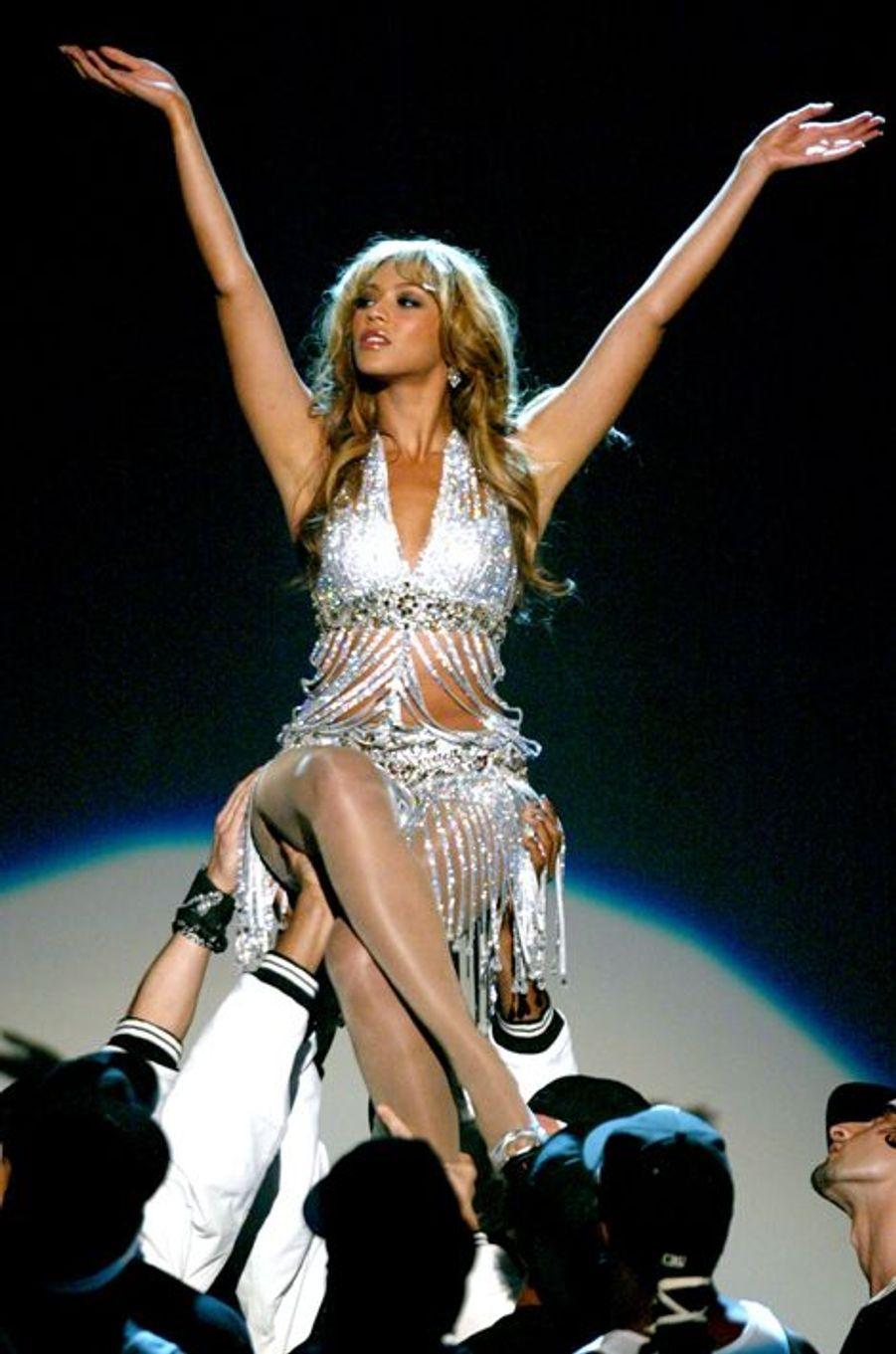 Beyoncé en concert à Las Vegas, le 4 novembre 2003.