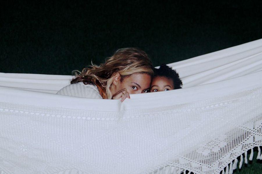 Beyoncé et sa fille, Blue Ivy, en octobre 2013.
