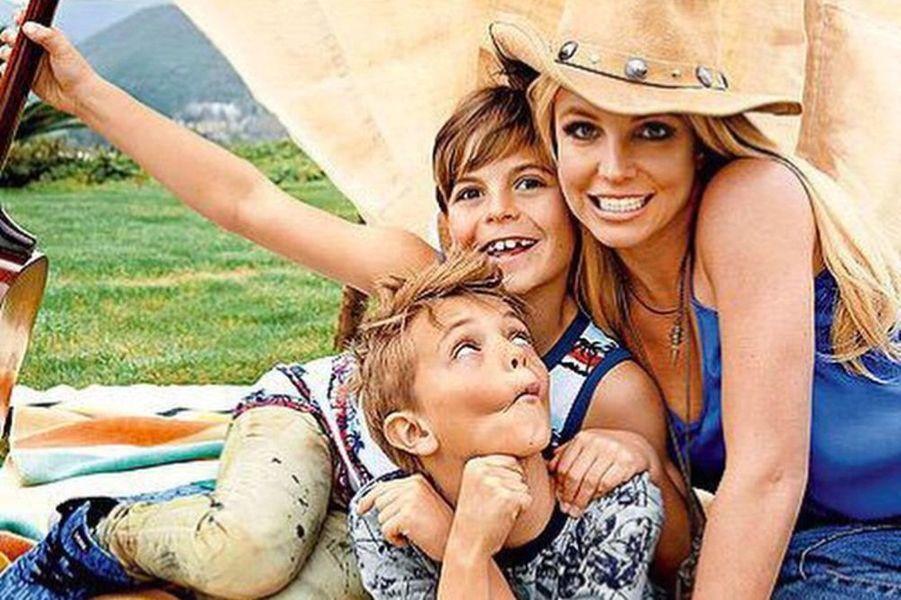 Britney Spears célèbre la Fête des mères avec ses deux fils, 11 mai 2015.