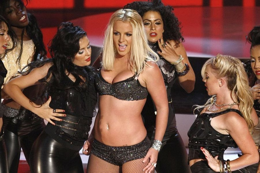 "Britney Spears chante ""Gimme more"" aux MTV VMA 2007."