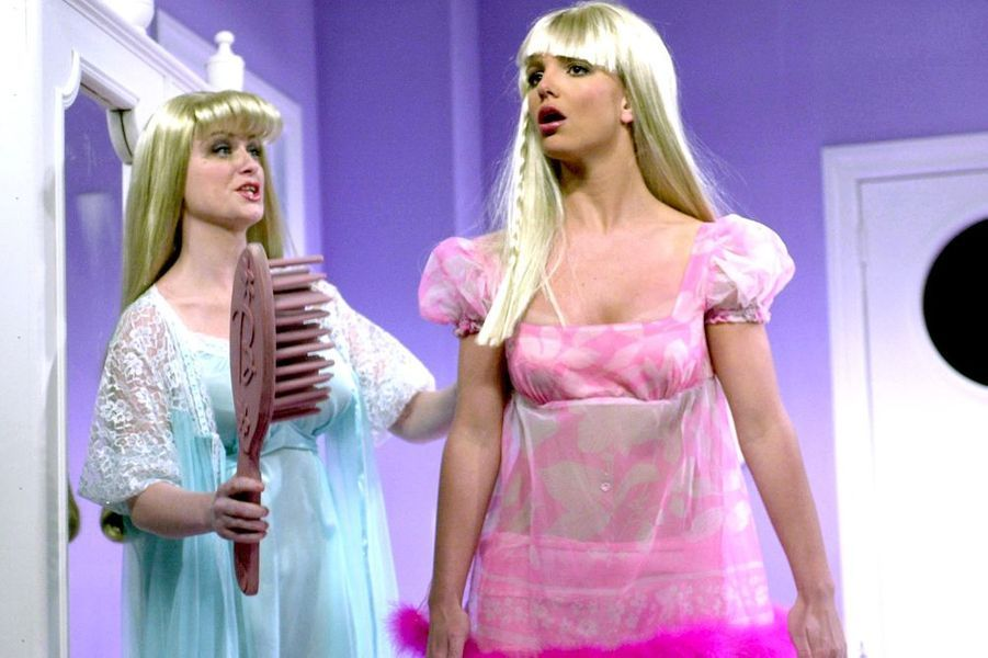 "Britney Spears et Amy Poehler dans ""Saturday Night Live"", février 2002."