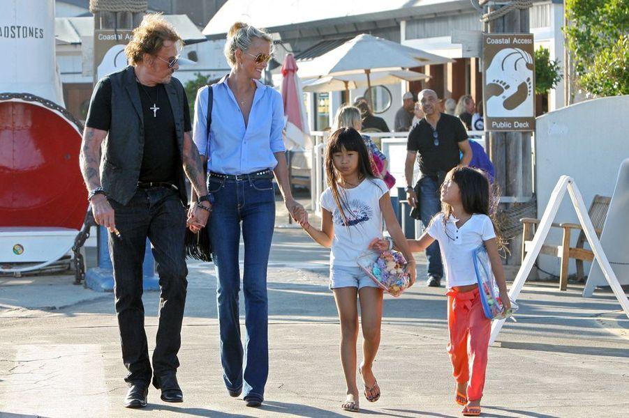 La famille va déjeuner avec des amis à Malibu, septembre 2014